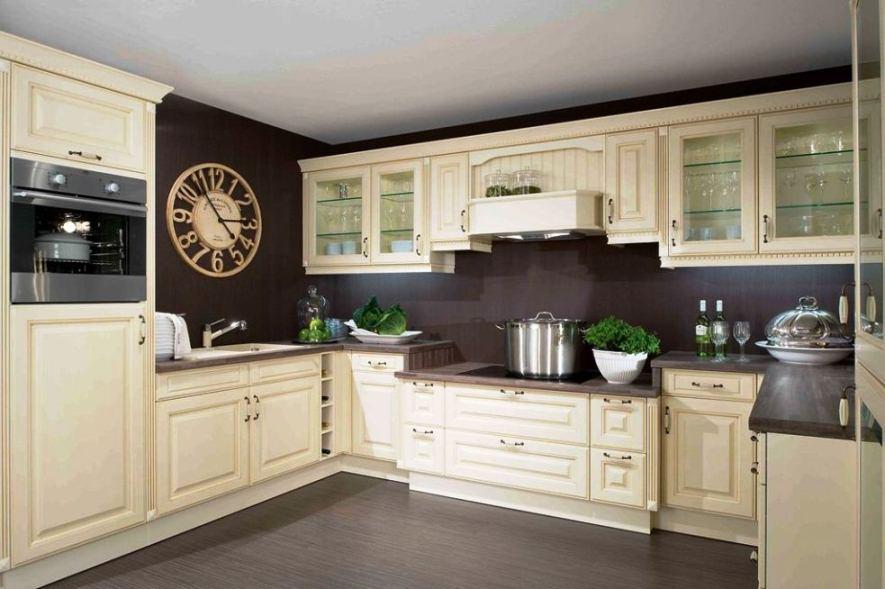 Wysokość blatu w kuchni  jak ją ustalić, aby praca była wygodna?  Comfoline   -> Kuchnia Prowansalska Nowoczesna