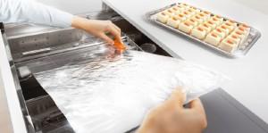 wkłady do szuflad blum obcinarka do folii2 300x149 Wkłady do szuflad   ciekawe akcesoria kuchenne, które pomogą w lepszej organizacji kuchni