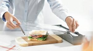 wkłady do szuflad blum obcinarka do folii3 300x166 Wkłady do szuflad   ciekawe akcesoria kuchenne, które pomogą w lepszej organizacji kuchni