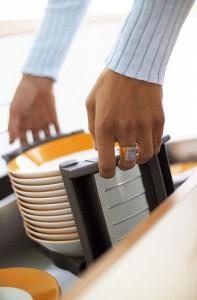 wkłady do szuflad blum talerze 197x300 Wkłady do szuflad   ciekawe akcesoria kuchenne, które pomogą w lepszej organizacji kuchni